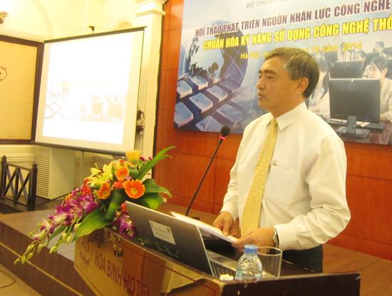 """Thứ trưởng Bộ TT&TT Nguyễn Minh Hồng nhấn mạnh: """"Tất cả nhân lực trong các cơ quan nhà nước, các ngành ngành kinh tế đều cần phải có kỹ năng sử dụng CNTT""""."""