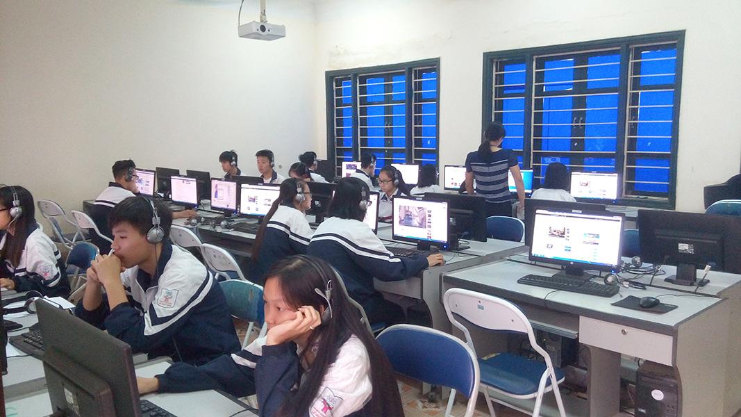 Các thí sinh tham gia làm bài thi qua Internet.