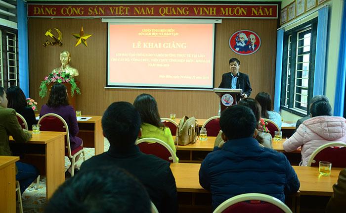 Thầy Nguyễn Văn Kiên, Giám đốc Sở Giáo dục và Đào tạo phát biểu tại Lễ Khai giảng lớp học
